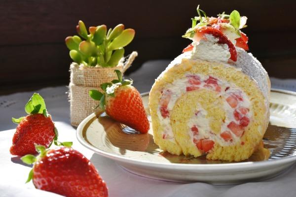 strawberry-roll-1263099_1280